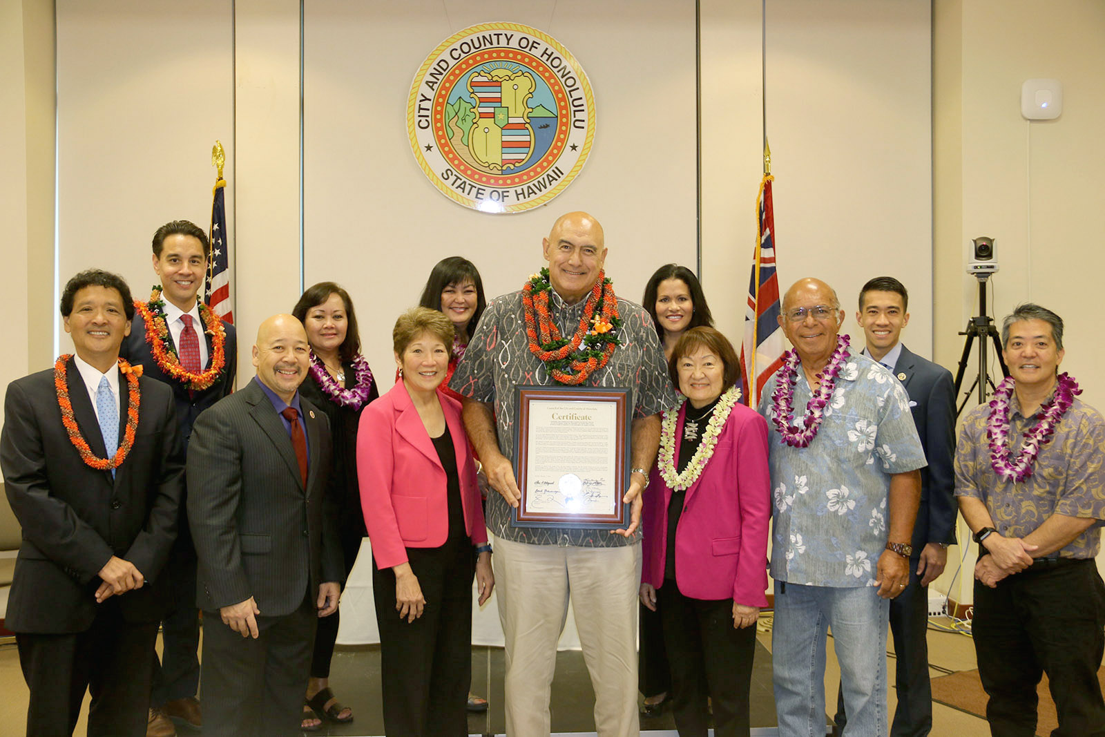 Former UH West Oʻahu Chancellor Rockne Freitas poses with members of the Honolulu City Council, UH West Oʻahu staff Kevin Ishida, Wendy Tatsuno, and Cindy Vinluan, and community member Shad Kane.