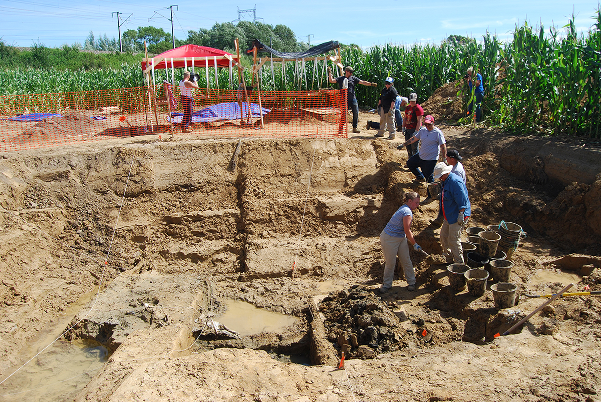 The UHWO/University of Wisconsin-Madison team excavating the crash site.
