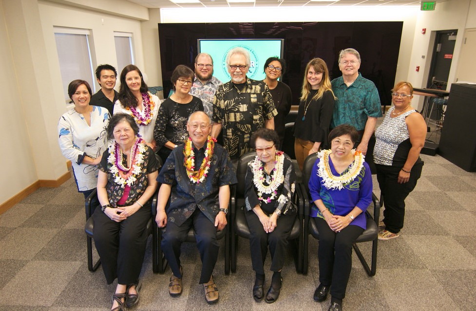 Group shot of Mau, Moy, Kawakami, and members of CLEAR and 'ulu'ulu