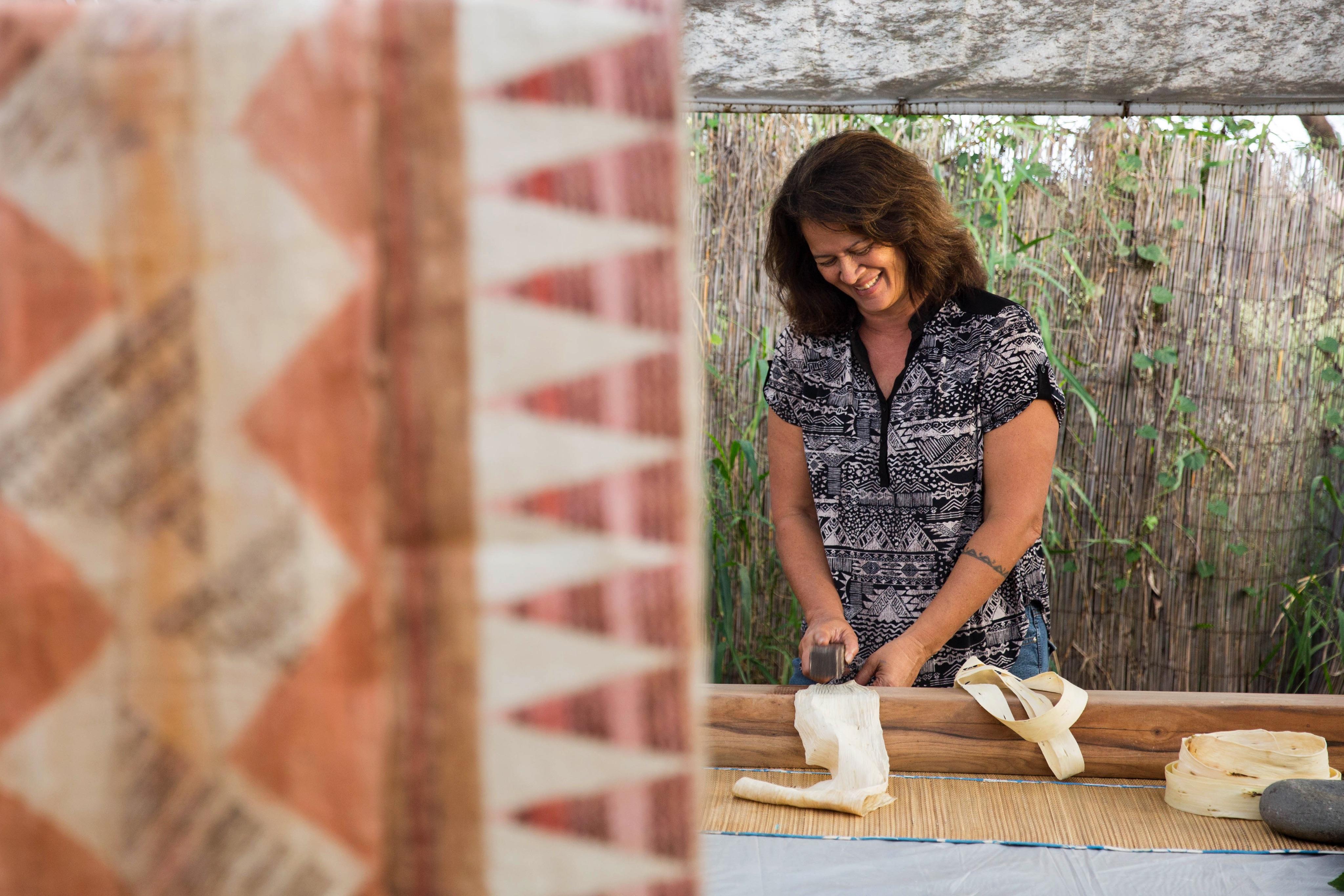 Photo of Tanahy making kapa