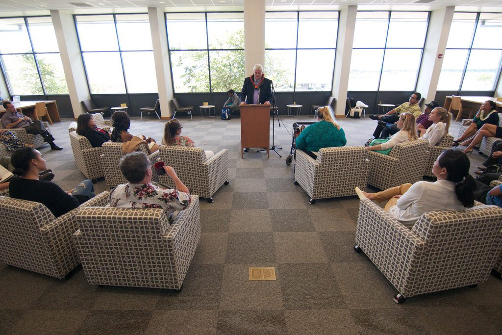 Photo of Hawaii State Supreme Court Chief Justice Mark Recktenwald speaking to students in the library