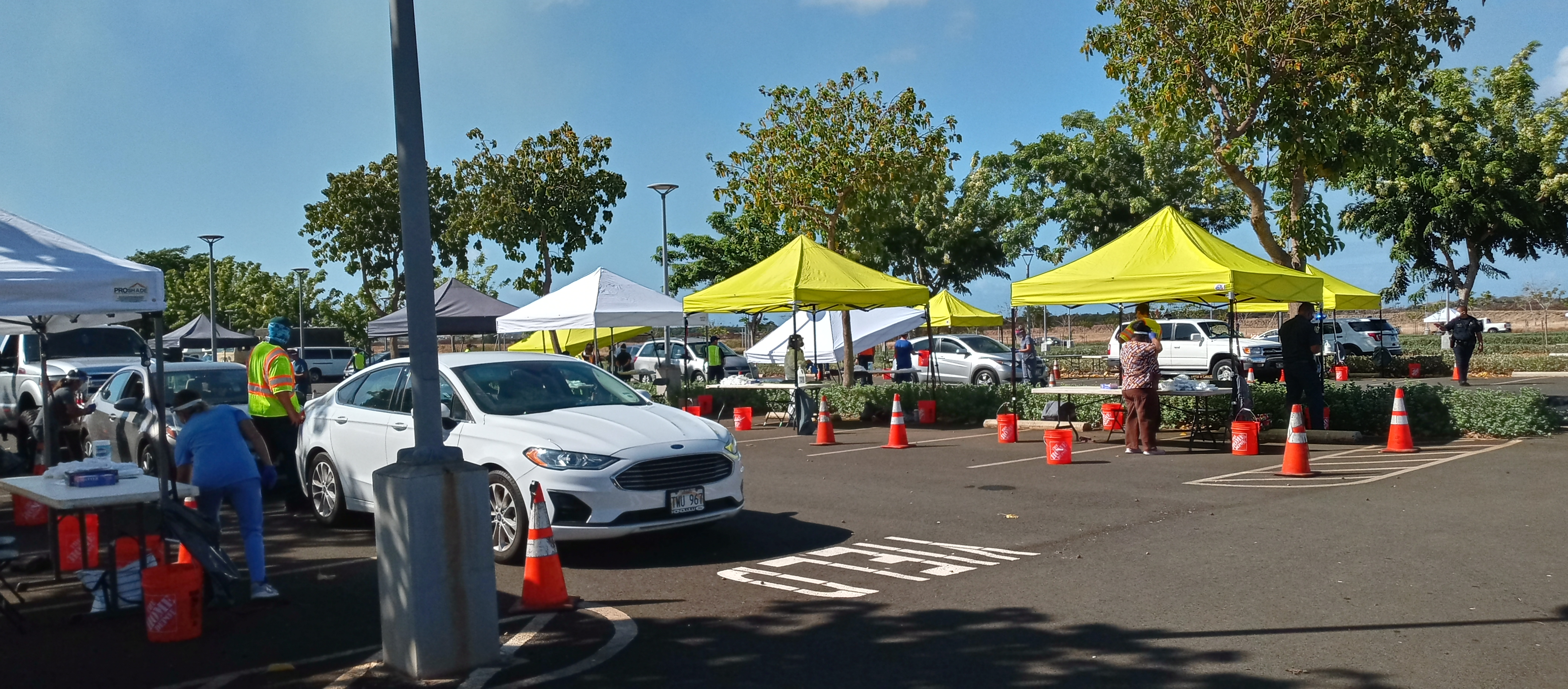 COVID-19 drive-thru testing at UH West Oʻahu.