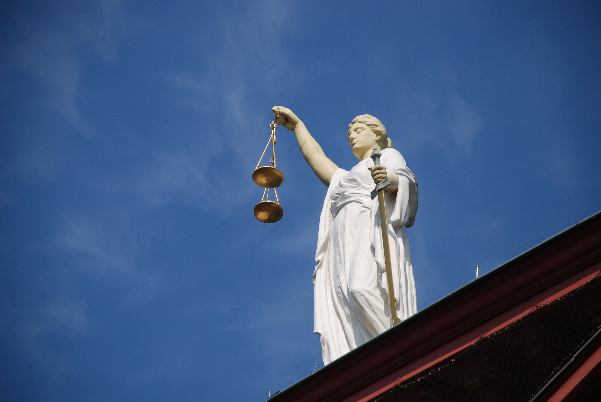 Picture of a statue of lady justice