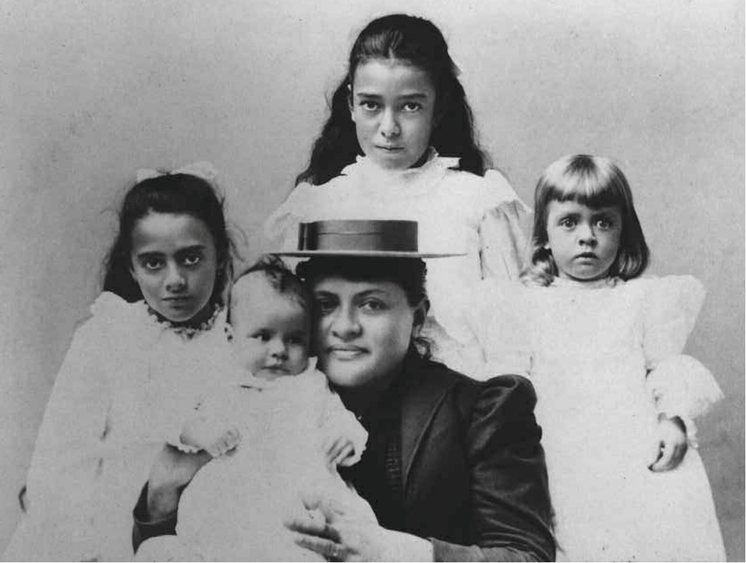A picture of Abigail Campbell with her four children.